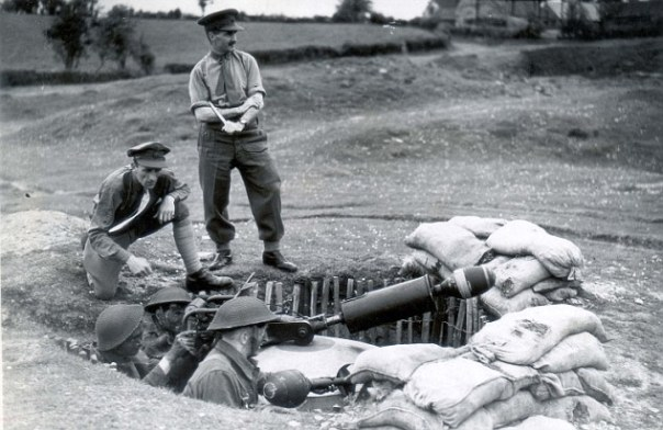 PKT3310 - 235917 1943 H.G. TRAINING Lessons on Spigot mortar, anti tank and personnel gun.