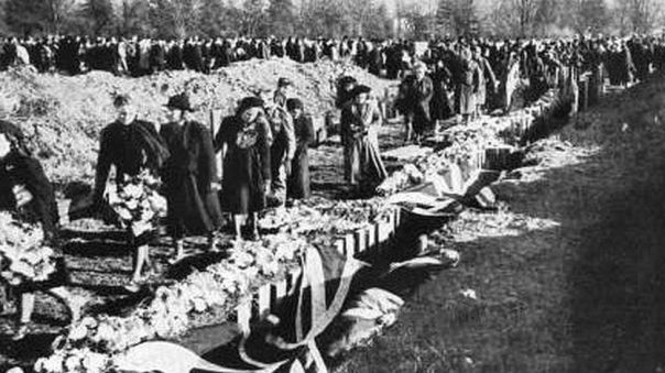 Mass grave after the Coventry bombing